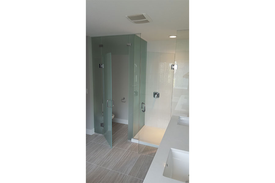 Frameless Water Closet Door 004