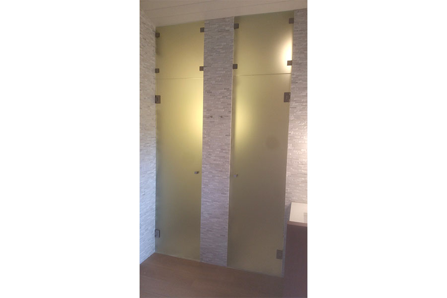 Frameless Water Closet Door 006